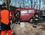 Wypadek kierowców busa I Ochotniczej Straży Pożarnej na drodze prowadzącej do Kołobrzegu.