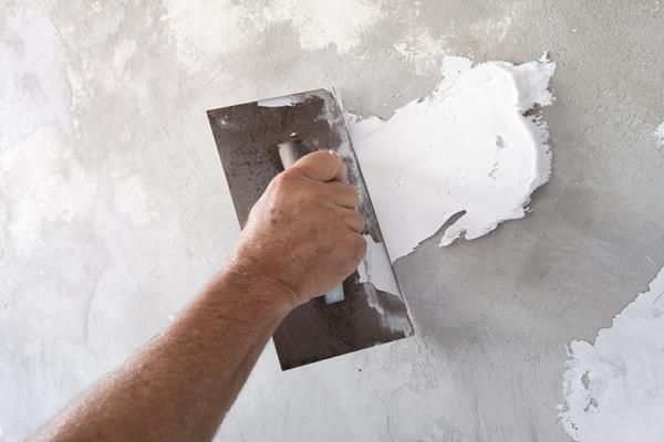 Sprawdź krok po kroku, jak samodzielnie wykonać gipsowanie ściany